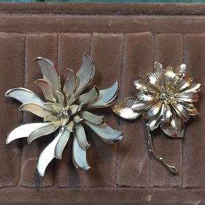 😻 2 for $13 Set of two flower brooches